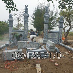 Lắp cổng đá và khuôn viên lăng mộ