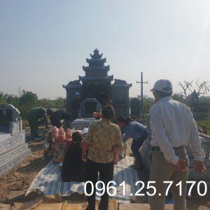 Mộ đá hoàn thành tại công trình